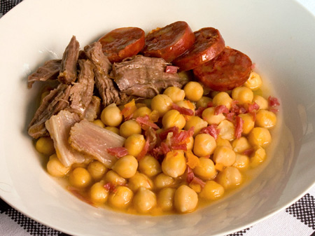 Cazuela De Garbanzos Con Chorizo Amnesia International